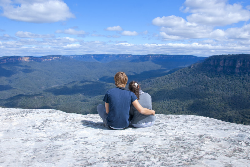 Romantic-Couple-enjoying-the-blue-Mountain-vista.jpg